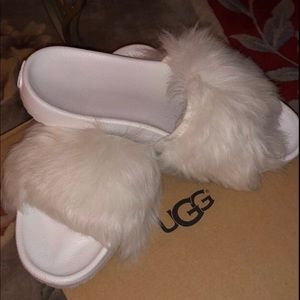 New UGG White Shearling fur slippers Size 8 Cozy